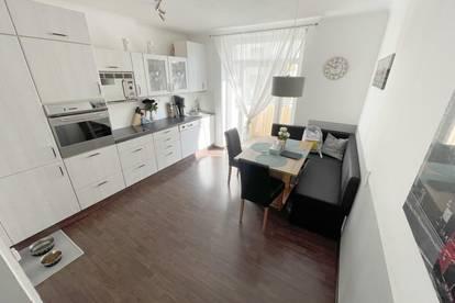 STUDENTENHIT: Sonnige Wohnung mit zwei Balkonen.