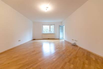 PRIVAT: Großzügige 3-Zimmer-Wohnung mit Loggia & Stellplatz
