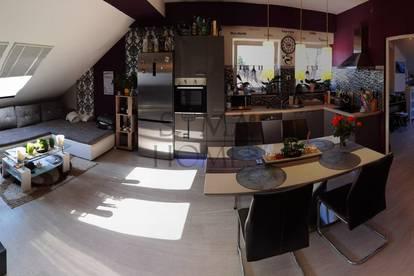 Schiefling: Dachgeschoss-Wohnung in ruhiger Lage