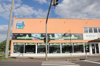 Geschäftslokal mit großer Schaufensterfront