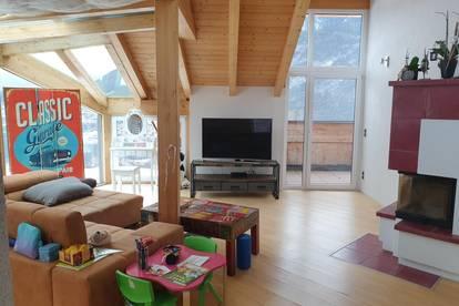Sonnige, helle Wohnung mit Sichtdachstuhl und Panoramablick