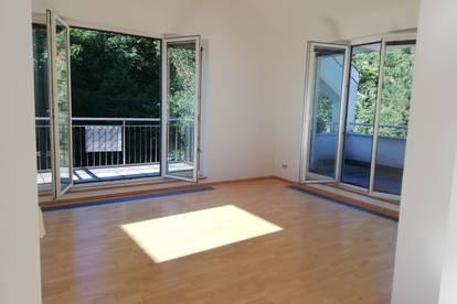 Helle DG-Wohnung mit Balkon und Terrasse