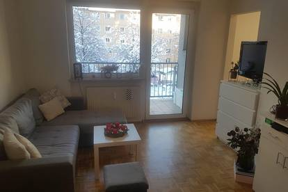 Sonnige Garconniere (33 m2) mit Balkon in unmittelbarer Naehe zur Klinik/Universitaet gelegen.