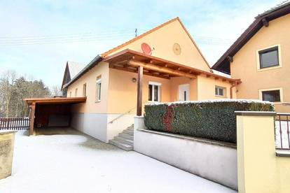 Hausanteil mit Carport und Terrasse in Wolfau