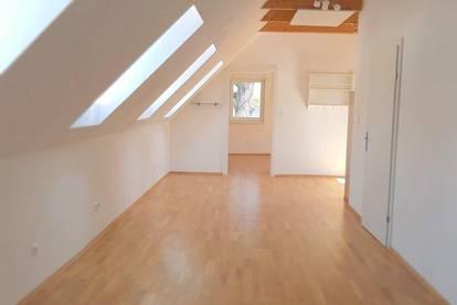 Sonnendurchflutete Dachgeschoss-Wohnung - zentral gelegen!