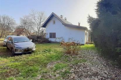 Schönes Grundstück in Ruhelage mit sanierungsbedürftigem Einfamilienhaus sucht neue Besitzer!
