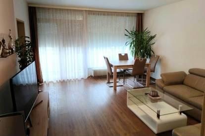 Koffer packen und einziehen - schöne Wohnung mit Balkon, Loggia und herrlichen Ausblick!!