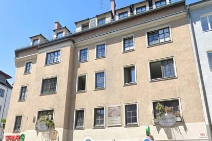 Provisionsfrei - Büro oder Wohnungen im 3.OG mit 3 oder 5 Zimmern in Wohn- und Geschäftshaus mit Lebensmittelgeschäft, Notar und Friseur im Haus, in zentraler Lage von Krems