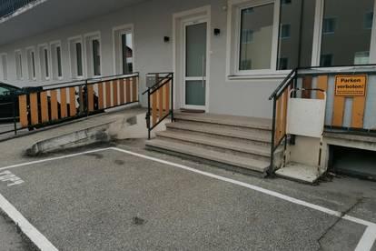 Geräumige Wohnung im Erdgeschoss mit eigenem Eingangsbereich und Parkplatz