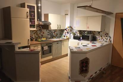 3 Zimmer Wohnung mit Balkon , Küche möbliert
