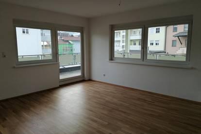 Renovierte zentralgelegene 2 Zimmerwohnung mit großer Terrasse zu vermieten