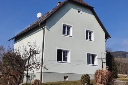 Haus mit Nebengebäude im Grünen, ruhige Lage, 800m/2 Grund