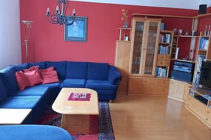 Zentrale aber ruhige Wohnung in Sonnenlage inkl. Tiefgarage und Loggia