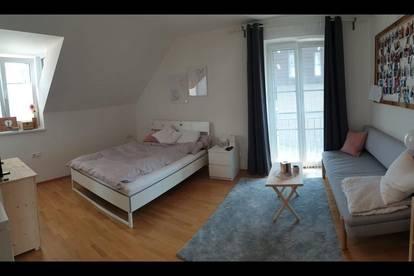 Sonniges Zimmer in moderner 3 Zimmer Wohnung mit großem Balkon