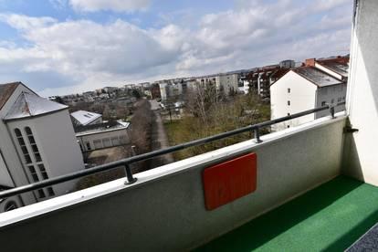 PRIVAT! Helle und ruhige Stadtwohnung mit Balkon
