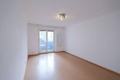 3 Zi. Wohnung Ruhelage mit Balkon, Zi. einzeln begehbar auch für Wohngemeinschaft