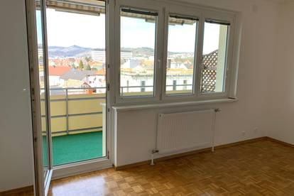 Provisionsfrei, helle renovierte 3 Zimmerwohnung mit Balkon in Krems-Weinzierl inkl. Parkplatz, WG tauglich