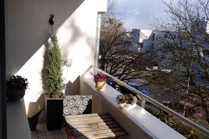Lichtdurchflutete 3 Zi. Wohnung mit südseitiger Loggia am Froschberg (provisionsfrei)