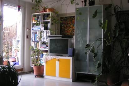 Dachgeschoß-Maisonette-Zimmer (12m²) möbliert in (96m²) 3er WG