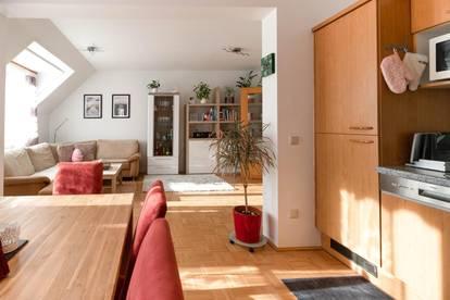 MÖBLIERTE, sonnige 3-Zimmer-Wohnung in schöner, ruhiger Wohngegend mit Balkon