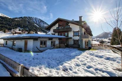 Traumhafte Aussicht: schöne, gutgeschnittene Dachgeschosswohnung in  unverbauter ruhiger Lage von Riezlern