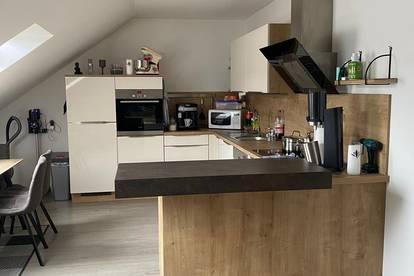 Helle 3-Zimmer Dachgeschoss Wohnung ab 1. August 2021 zu mieten