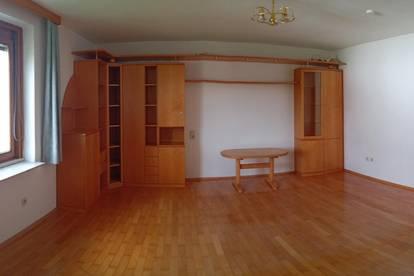 Ruhige und zentral begehbare 3-Zimmerwohnung mit extra Küche. Garage zusätzlich möglich