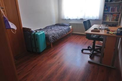Helles Zimmer in ruhiger 3-er WG