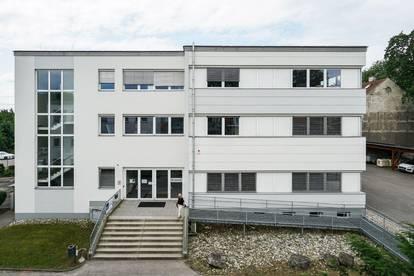 Top ausgestattete Büro bzw. Bildungsräumlichkeiten mit flexiblem Grundriss