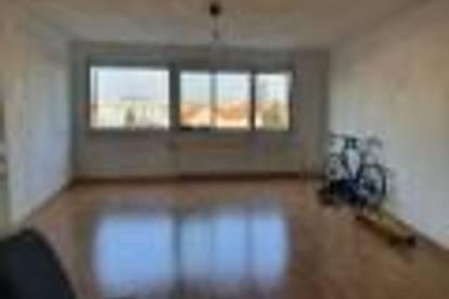 WG-Zimmer 26m2 mit wunderschönen Ausblick auf den Schlossberg