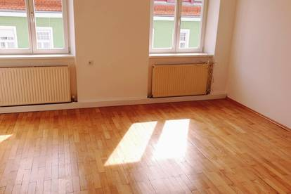 Helle, ruhige, zentral gelegene 4-Zimmer Wohnung provisionsfrei zu vermieten, 4er WG geeignet