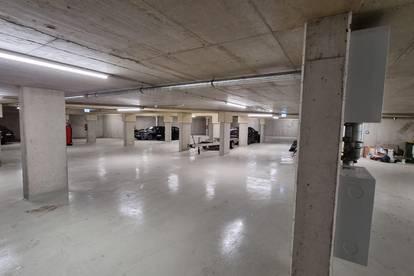 Tiefgaragen-Parkplatz in Neubaukomplex