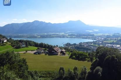 Exklusiver Lebenstraum - DHH am Hang mit Mondsee- und Bergblick