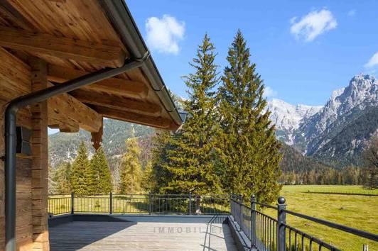 Freizeitwohnsitz: Traditionelles Chalet in Aussichtslage