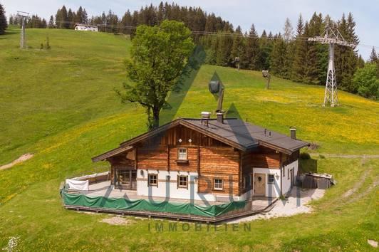 Hütte mit Gastronomiebetrieb im Skigebiet