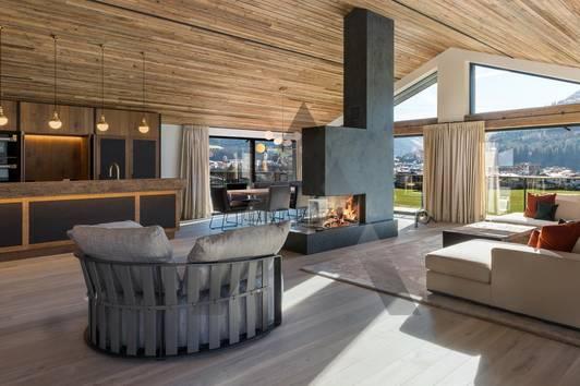 Möbliertes Designer-Penthouse in Toplage