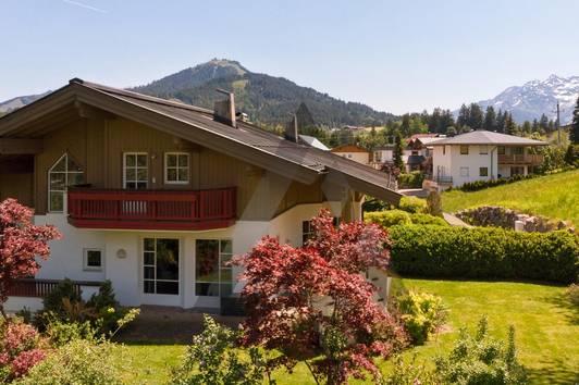 Landhaus in ruhiger Wohngegend mit Bergblick