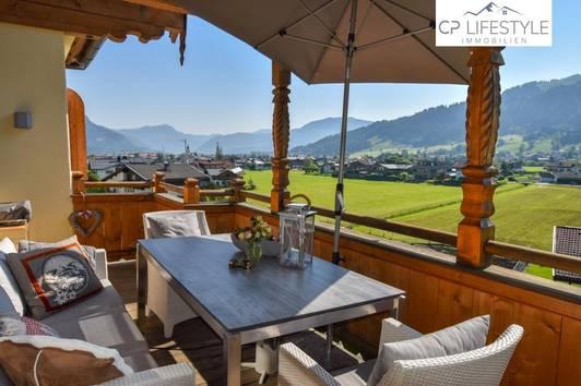 Exklusive und repräsentative Dachgeschosswohnung in Oberndorf mit Traumblick