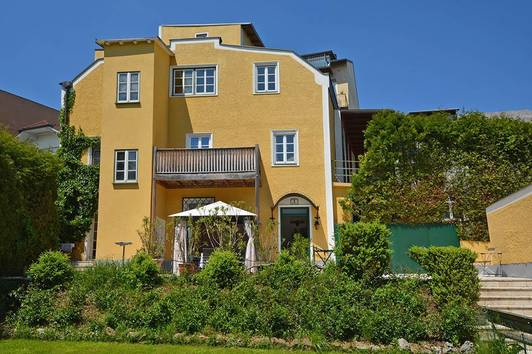 Stadtvilla in Gmunden, in 1. Reihe direkt an der Esplanade - Zweitwohnsitz möglich!
