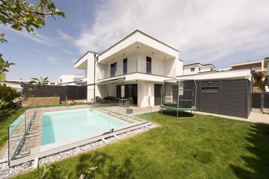 Luxuriöses Anwesen in beliebter Vorstadtlage!