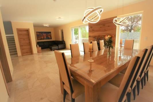 +++ NEUBAU HAUS mit Luxus Ausstattung  Gfl. 606 m²  196 m² Wohnfläche Garten 400m² ruhige Ort   +++
