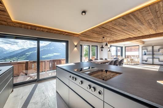 Luxuriöses Alpenstil-Chalet in ruhiger Lage ( 03361 )