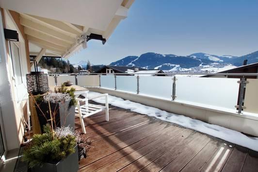 Elegante Terrassenwohnung mit Weitblick ( 02624 )