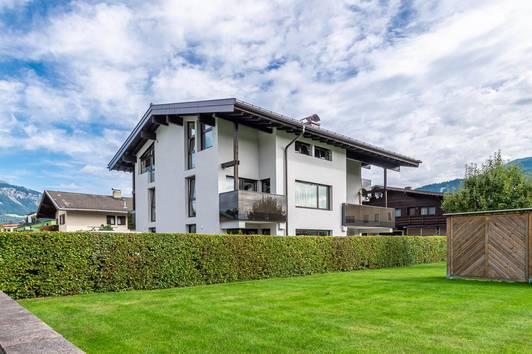 Charmante Dachgeschoss-Wohnung mit Bergblick ( 01825 )