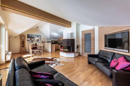 Hochwertige DG-Wohnung in Aurach ( 03950 )