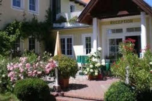 HOTEL - RESTAURANT - CAFE IM ZENTRUM VON MAISSAU MIT VIEL POTENTIAL FÜR ERWEITERUNG
