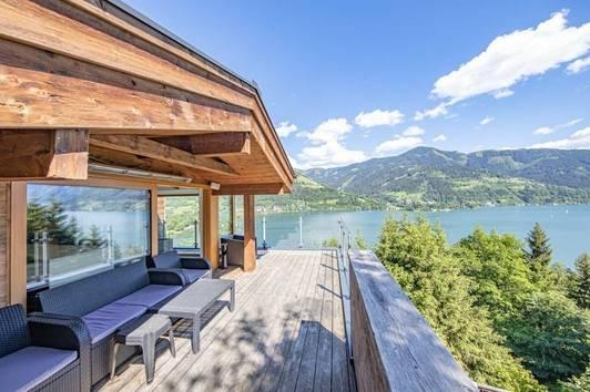 Anwesen in Alleinlage mit Seeblick und 7.400 m² Grund
