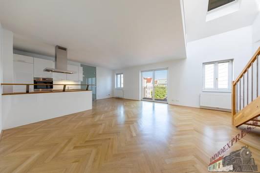 Exklusive, Perfekt aufgeteilte Dachgeschoss Wohnung 4 Zimmer + Dahterrasse in zentraler Lage, Klimatisiert