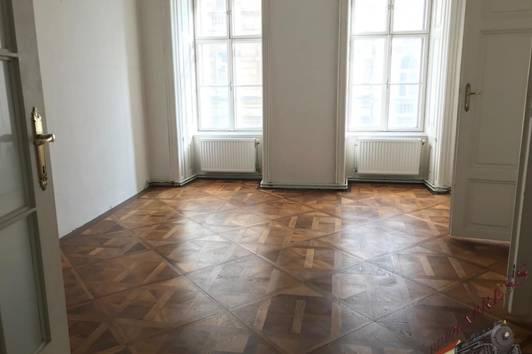 Neustiftgasse, 1070 Wien, Sanierungsbedürftige Altbau Wohnung + Lift, 95m² Wohnnutzfläche + 4,11 m² Loggia