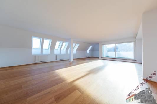 Exklusive Dachgeschoß-Wohnung in beeindruckender Lage, in Hietzing